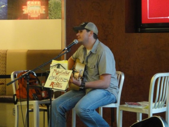 Nashville airport musician trying to make the big time