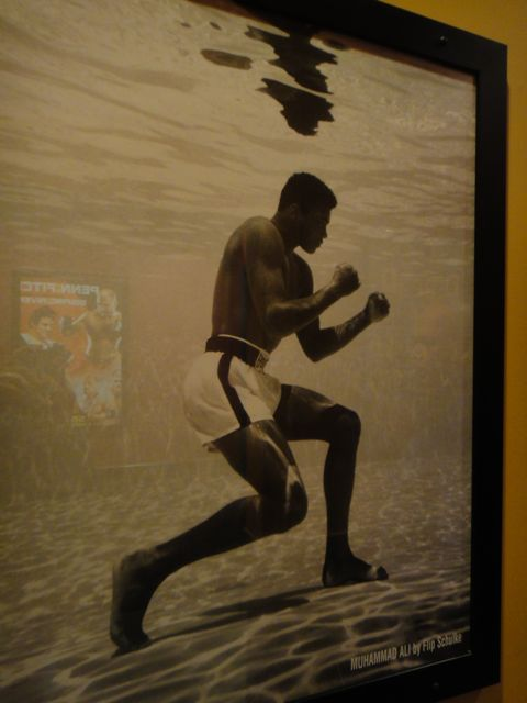 Muhammed Ali boxing practice under water