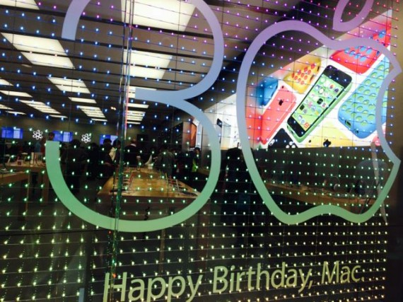 Apple Store happy 30th birthday Mac display