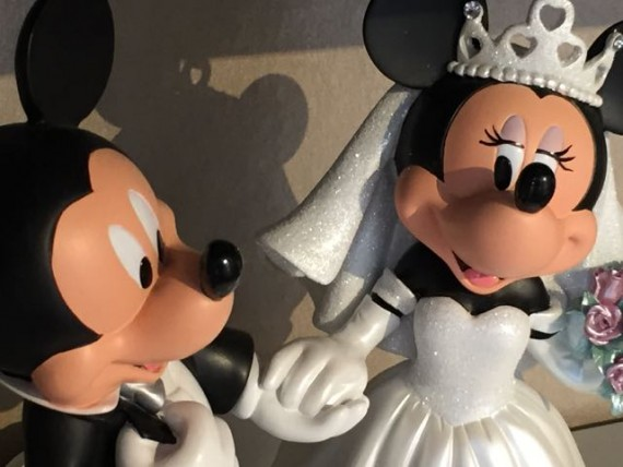 Mickey and Minnie Mouse wedding figurines
