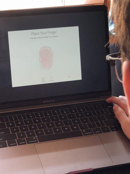 MacBook Pro finger id